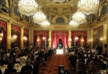 General view of the ballroom at the Elysee presidential palace in Paris during the speech of French President Francois Hollande as Swedish King Carl XVI Gustaf (L) and Queen Silvia (R) listen during a state dinner , on December 2, 2014, as part of their three-day official visit to France. AFP PHOTO / POOL / DOMINIQUE FAGET