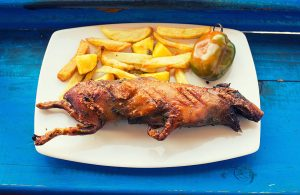 Si vous n'êtes pas trop sensible, voici un plat de cochon d'Inde qu'on trouve surtout dans la région d'Arequipa et traditionnellement servie lors des mariages : le « Cuy Chactao ».