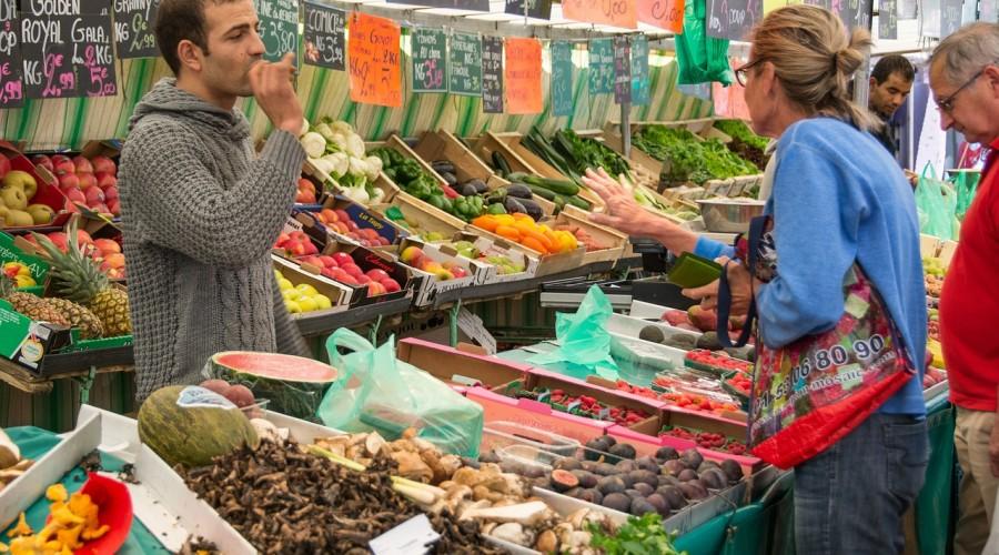 Comfort food cities emotions pratiques et politiques de l 39 alimentation - Marche de tissu a paris ...